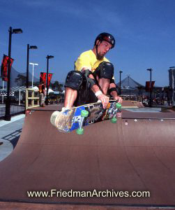 Skateboard Images - Yellow Skateboarder
